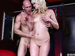 Johnny Sins gets pleasure from fucking Zoey Paige