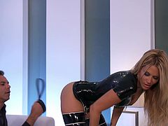 Have a look at this hardcore scene where the slutty blonde Jessica Drake is covered by cum after being fucked by a big cock.