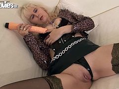 Amanda is a kinky mature blonde masturbating with a dildo in this solo scene where she wears leather boots with high heels.