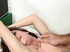 Brunette knows no limits when it comes to blowing her fuck buddys worm