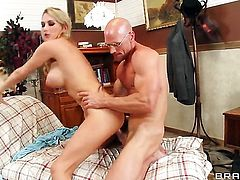 Johnny Sins gives slutty Blake Roses vagina a try in steamy sex action