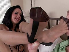 Brunette angel amazes with her sexy feet in a stunning foot fetish scene