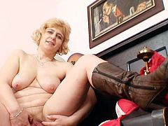 Blonde mature uses a big toy to slam her hairy twat during cam show