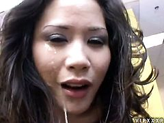 Brunette asian Jessica Bangkok enjoys hard pole in her mouth