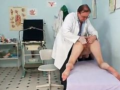 Dark haired milf Is having the Fingering And More From Her Cute Doctor