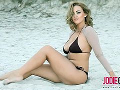 Checkout this sexy busty brunette babe Jodie Gasson in this outdoor solo video.Today she is her sexy brown bikini and she is on the beach.So sit back and enjoy this hot busty babe teasing solo video.
