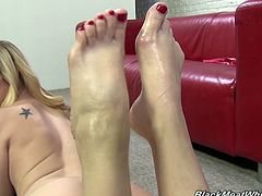 Things got kinky on the set with Tara when she relaxes backstage and shows off her pretty toes that are covered in hot jizz.