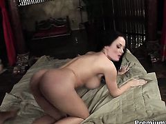 Melissa Lauren needs nothing but cock cream on her face to be happy