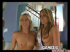 Courtney cummz and courtney simpson suck 2 cocks