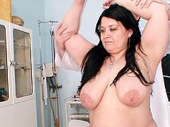 Fatty mature gets her shaved twat fully stretched by horny doctor