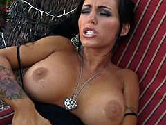 Check out Jenna Presley from Aziani in a staggering outdoor solo show