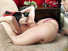 Kendra Lust with gigantic breasts loves Ramons worm in oral action