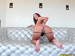 gorgeous curvy slut likes to fuck hard