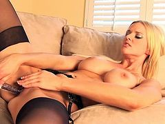 Watch staggering blonde, Hannah Harper, enjoying a warm solo