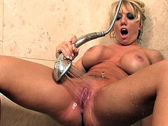 All that warm water caused her great pleasures during raw masturbation