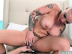 Christy Mack with bubbly booty loves fresh hot sperm man goo all over her face