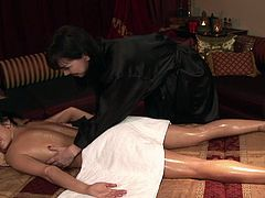 Rayveness and slutty oiled chick Stephanie Cane