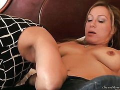 Melissa Monet offers her twat to lesbian Randi James