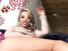 Sarah Peachez opens her legs to fuck herself, take dildo in her eager vagina