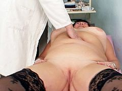 Feeling stimulation down her juicy holes turns mature lady into a right slut