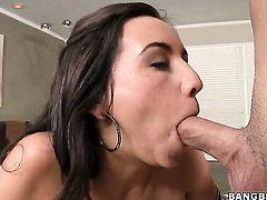 Stephani Moretti is in heat in cumshot sex action