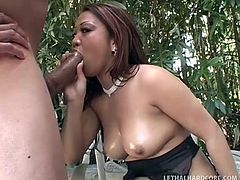 jasmine leigh fingers herself outside