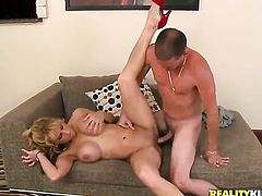 Blonde with big jugs sucks like it aint no thing in oral action with hot blooded guy