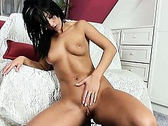 Simona Style with shaved twat spends time dildoing her muff pie for camera