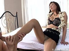 Noriko Igarashi gets her toes and hairy cunt licked in a bedroom. Then this Asian MILF takes off her clothes and gets fucked rough in different positions.