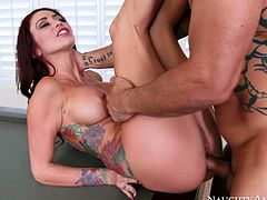 Monique Alexander is a fucking hot slut who deserves good tongue job. She spreads her legs wide open and bald headed dude dives in her tasty looking slit.