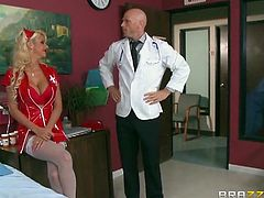 Brazzers Network brings you a spectacular free porn video where you can see how the alluring and busty blonde nurse Courtney Taylor gets pounded by Dr Johnny Sins.