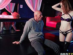 If you are into girls dancing at bar, then you should watch this video! A hot milf wearing a black sexy bra and boots with high heels gets closer to a guy and sits on his lap moving sensually. See her getting horny after her nice tits are squeezed and licked. The bitch unzips the man´s pants to suck dick