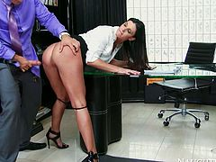 Curvy voracious sex doll with awesome body gets her dripping pussy fucked hard. Have a look at this chick in Naughty America sex clip.