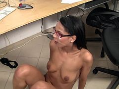 A good office blowjob to her horny boss made young beauty to have her face all covered in jizz