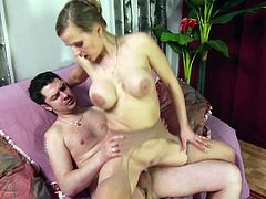 Fake-tit chick is getting finger in her puss
