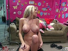 Busty blond babe Riley Evans rubs her clit with dildo to get horny