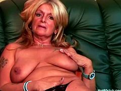 Hot 60 Club brings you a hell of a free porn video where you can see how this nasty blonde mature plays with her cunt while assuming very interesting poses.