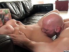 Angel Vain gets a mouthful of sperm after blowing Johnny Sinss dick