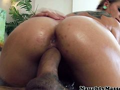 Cameron Canada fucked by her masseur