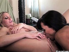 Inexperienced chick Lisa Ann with juicy tits makes Julia Anns sexual fantasies cum true