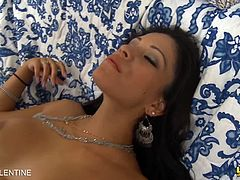 Big breasted latina Jamie Valentine invitingly spreading her legs waiting for a huge dick to enter her tight pink hole. She ended it returning the favor with a fantastic facial.