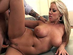 Those big boobs are perfectly shaking while hottie enjoys big cock damaging her fresh cunt