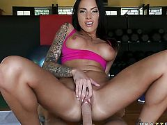 Johnny Sins gets his always hard tool eaten by Juelz Ventura with juicy melons