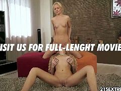 Lesbian blondes kissing eachother and fist fucking