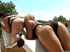 Blonde Nanny and Andy Brown howl in lesbian ecstasy