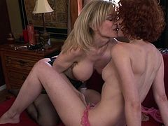 Nina Hartley and Justine Jolie are playing together