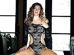 Dangerously seductive hoochie Heather Vandeven strips naked and plays with her bush