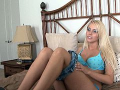 Shapely blonde Vanessa Cage gives hot blowjob to her lover