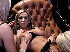 Blonde Brooke Haven with gigantic knockers and trimmed twat dildos her wet spot