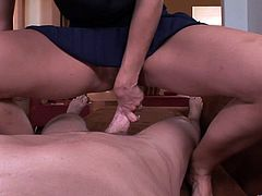 Horny blonde Sophia Lynn shows her cock-sucking skills to a guy. Then she stands on all fours and allows the dude to bang her shaved coochie doggy style.